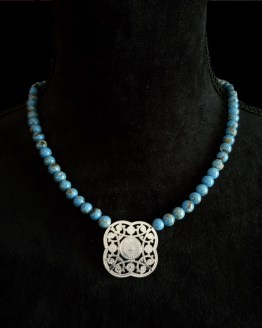 Solal Bijoux Haute Fantaisie collier aimanté de perles en magnésite bleu