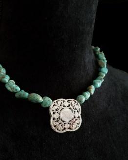 Solal Bijoux Haute Fantaisie collier aimanté de perles en howlite turquoise