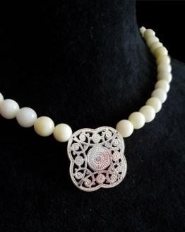 Solal Bijoux Haute Fantaisie collier aimanté de perles en jade jaune pâle