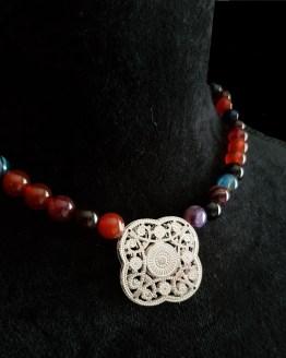 Solal Bijoux Haute Fantaisie collier aimanté de perles en agate rouge et bleu