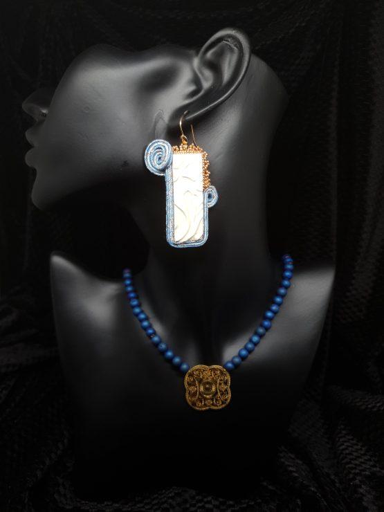 Solal Bijoux haute Fantaisie boucles d'oreilles bleu blanc et doré avec collier de perles en agate druzy bleu