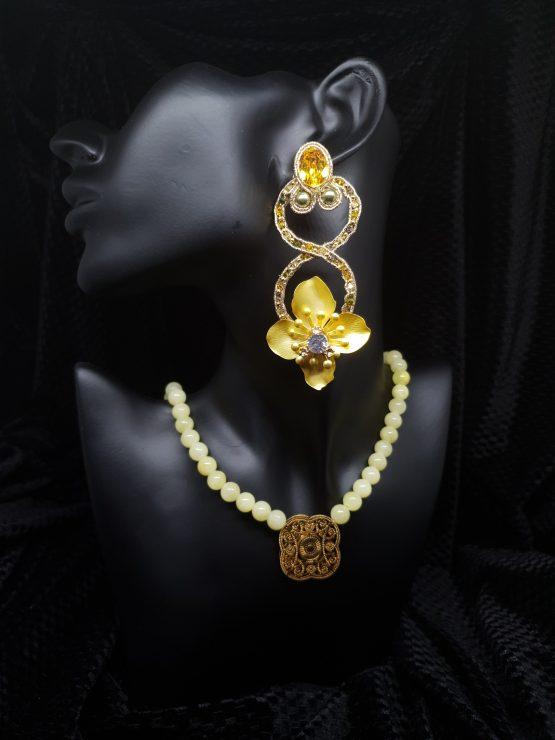 Solal Bijoux Haute Fantaisie boucles d'oreilles or et jaune avec collier de perles en jade jaune