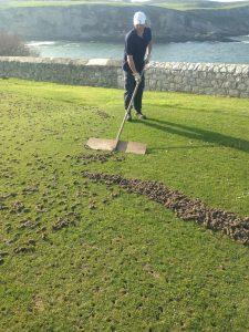 Trabajos de mantenimiento en el campo de golf de Mataleñas