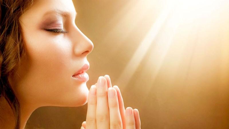 praying girl image