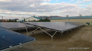 400kW太陽光発電所@総社市。パネルの傾斜角度は10°と浅い。