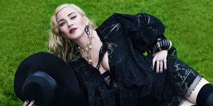 Bono y The Edge, de U2, en la cama a Madonna