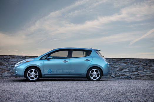 nissan-leaf-gray-wall