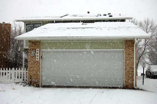snowstorm-house-front