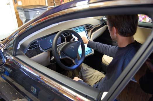 tesla-model-s-aurora-garage1