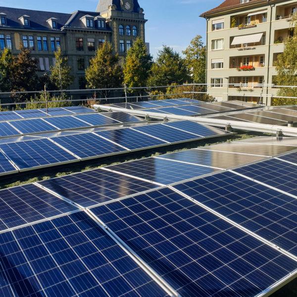 Solaranlage von Solarify auf Schulhaus Spitalacker in Bern