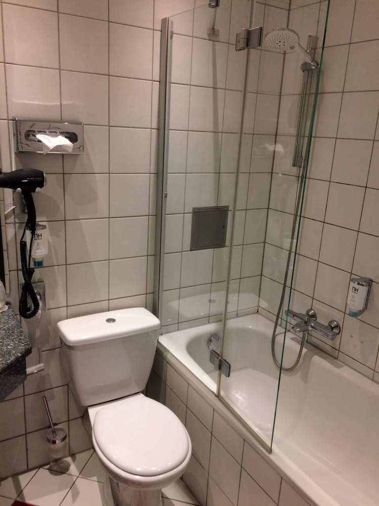The bathroom at the NH Hotel Frankfurt Villa