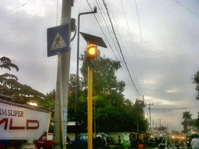Spesifikasi Solar Warning Light LED