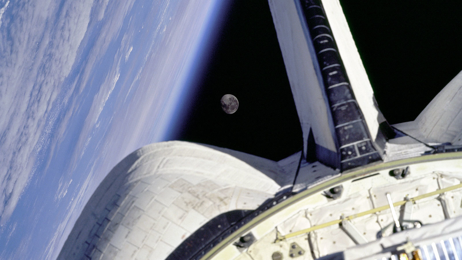 What Happens On The Side Of Earth Opposite The Moon