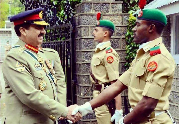 chief of pak army staff(general raheel sharif) Shaking hand with Nigerian cadet at PMA Kakul...!