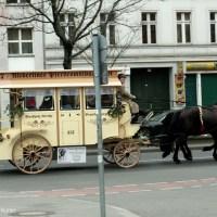 Altberliner Pferdeomnibus in der Prinzenallee