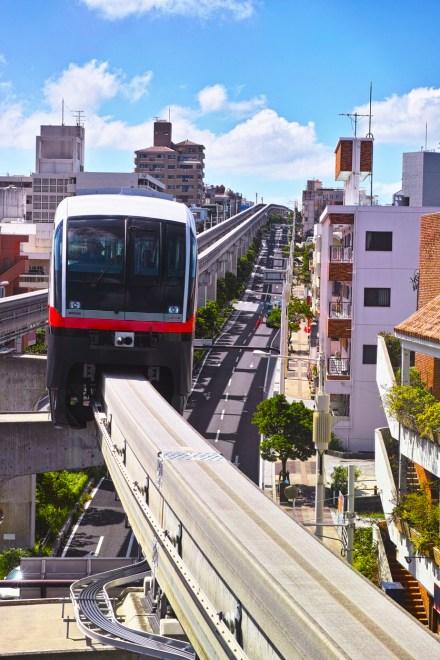 Monorail Naha Okinawa ( Soleil levant 75 )