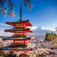 La pagode Chureito, face à Fuji san..