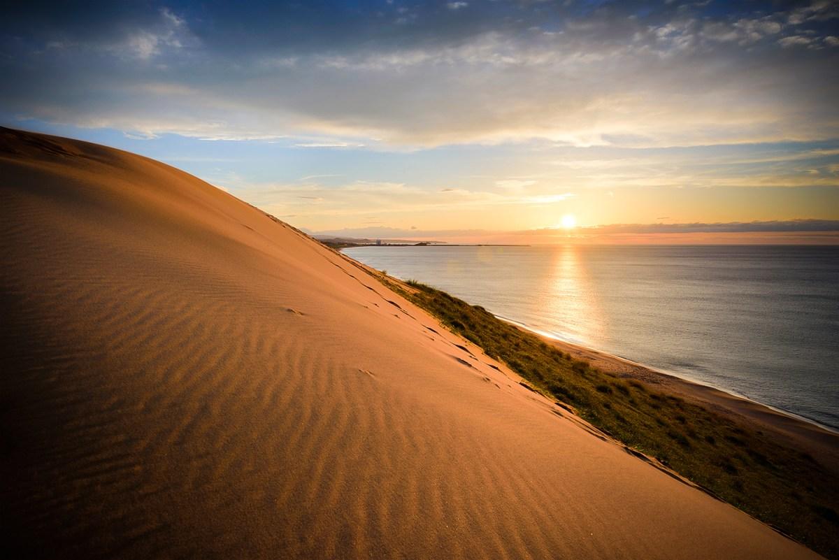 Coucher de soleil sur les dunes de Tottori..