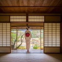 Les panneaux coulissants traditionnels ( shōji )..