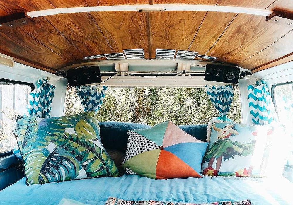 Vivono felicemente in un van e seguono i loro sogni