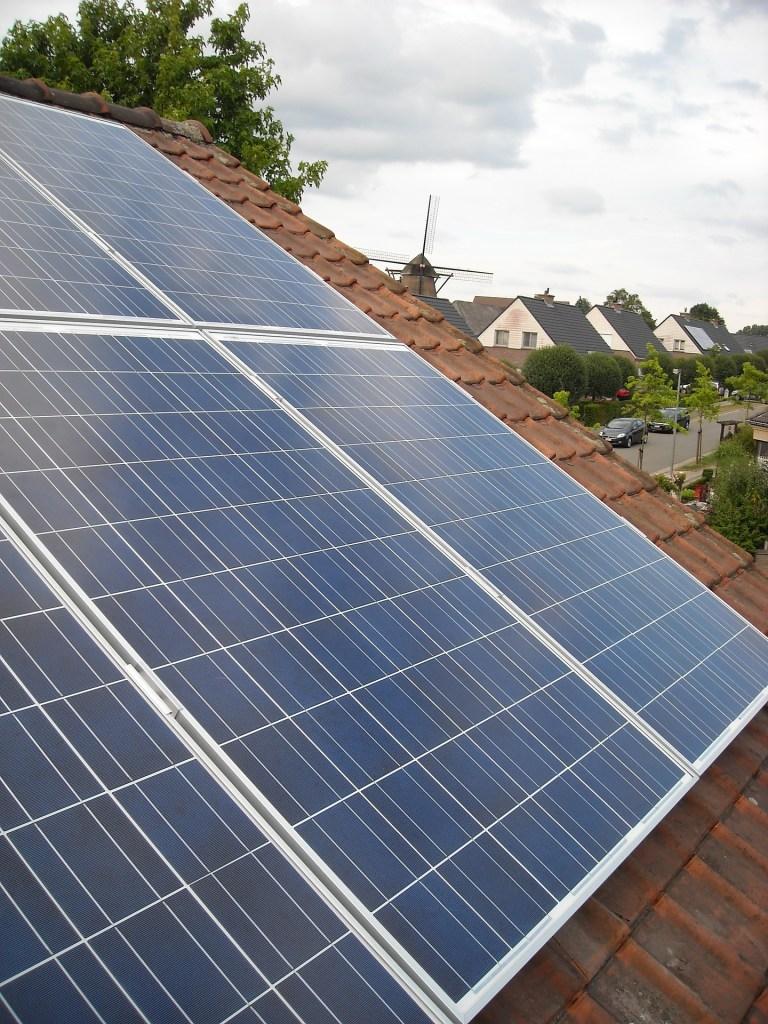 solar-panels-944006_1920