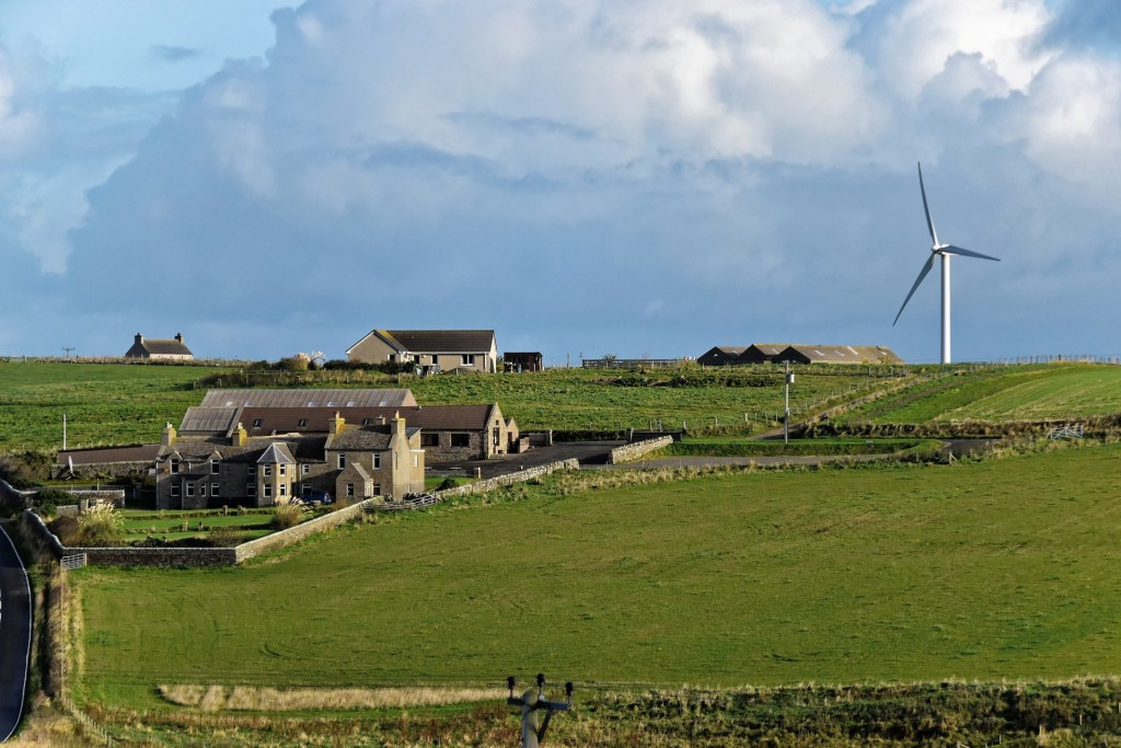 wind-turbine-1008695_1920