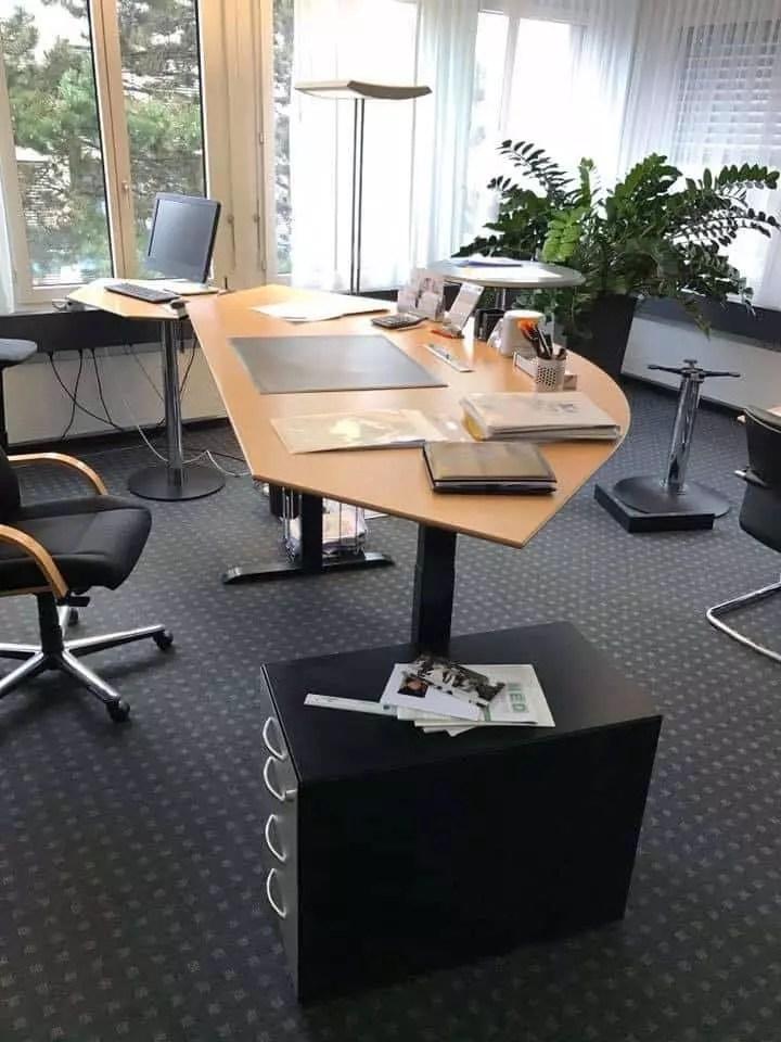 Tisch in Stehposition nach dem Umbau
