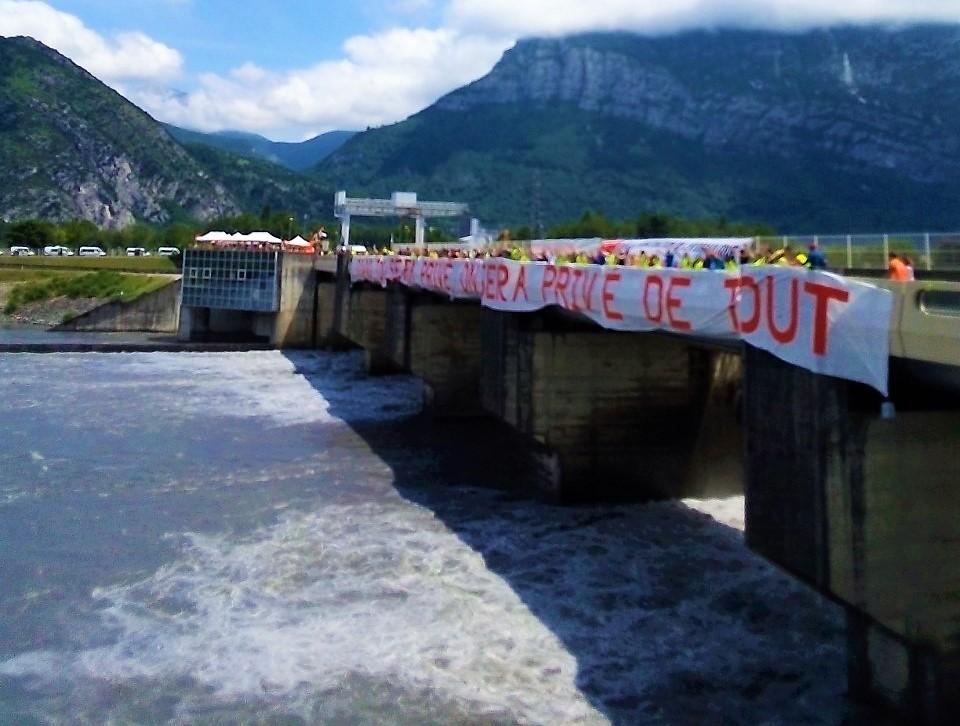 Faisons barrages aux privatisations le 8 mai à Saint-Égrève !