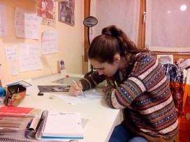 Concentrada en su estudio