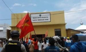 Mahasiswa PEMBEBASAN Sula Demo Tuntut Pengusutan Kasus Kebakaran Pasar