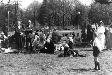 Pielgrzymi na ulicach Częstochowy w 1966 r. – zdjęcie operacyjne SB.