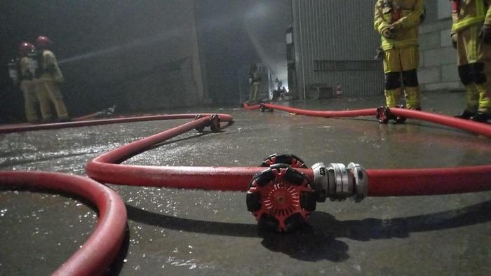 extinction d'un incendie par des pompiers