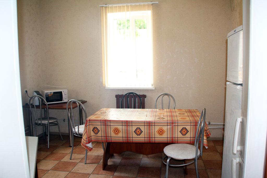 Общая кухня в гостинице Солнечный Берег в Соль-Илецке