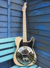 """Another natural timber Sollophonic, this one with a soapbar P90 and a chunky maple neck. New owner says """"It arrived safe and well and I am extremely pleased with it. Well done, superb guitar. Nice doing business with you."""""""
