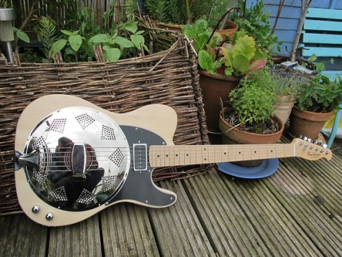 Lovely natural timber Sollophonic with a humbucker sized P90 and rear mounted controls. Now resides in the U.S of A. Sweet build, great player.