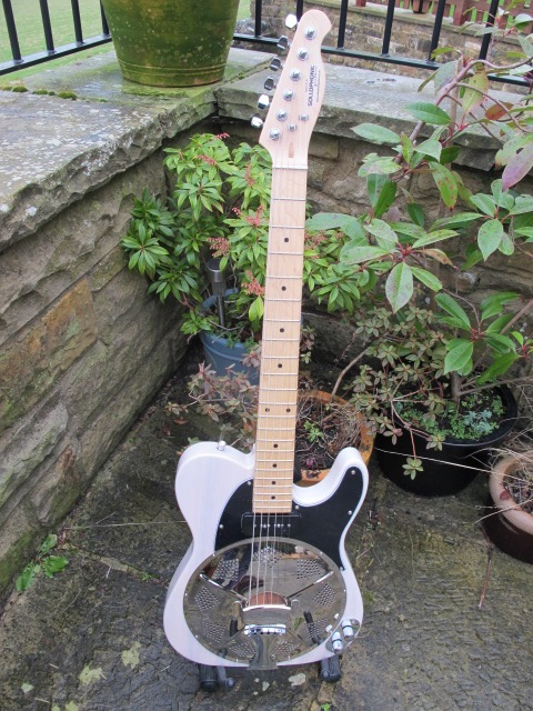 Cream Ash, Maple Neck, Black Guard, P90 Soapbar Pickup