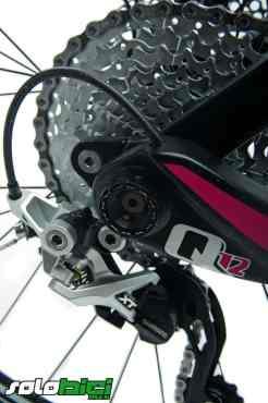 El eje trasero Q12 cuenta con una gran solidez y es muy fácil de apretar y soltar la rueda