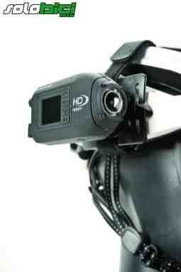La Drift es la única cámara de las comparadas que incorpora la pantalla TFT de serie integrada en la misma estructura. Además, posee dos tapas posteriores, una estanca y la otra con acceso para cable USB y HDMI
