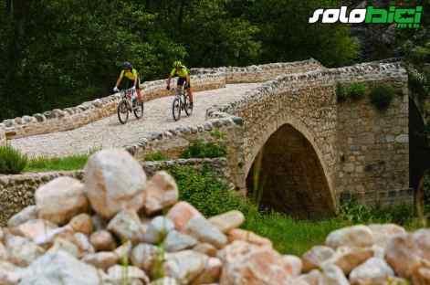 Puente medieval sobre el Guadalope