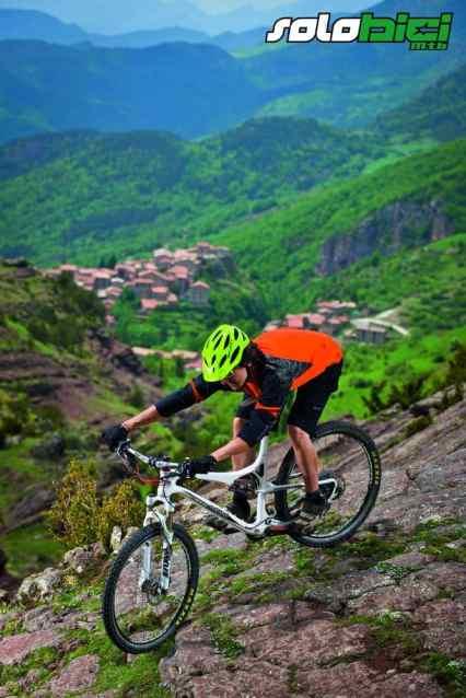 La Blast se encuentra a medio camino entre una bicicleta de cross country y una trail