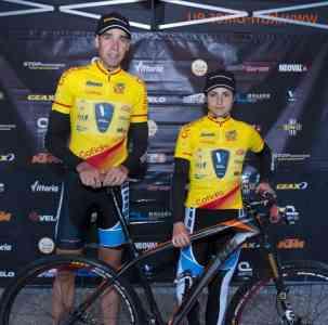 David Valero junto a Lucía Vázquez, ambos del Team Vicma, con el mallot de campeones del Open de España.