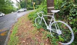 0022 street32 cyclist