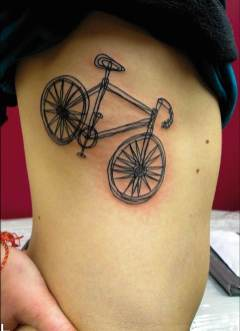 0018 tatto chica costillas