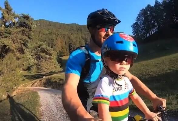 Nino Schurter y su hija