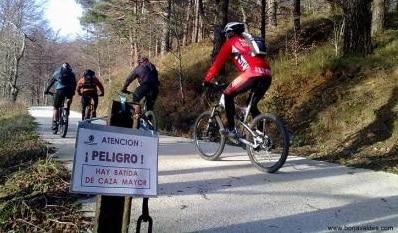 cazador mata accidentalmente a un ciclista