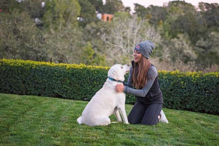 kate courtney y perro