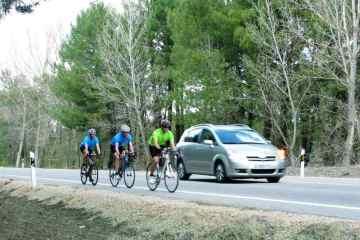 DGT reducir velocidad adelantar ciclistas