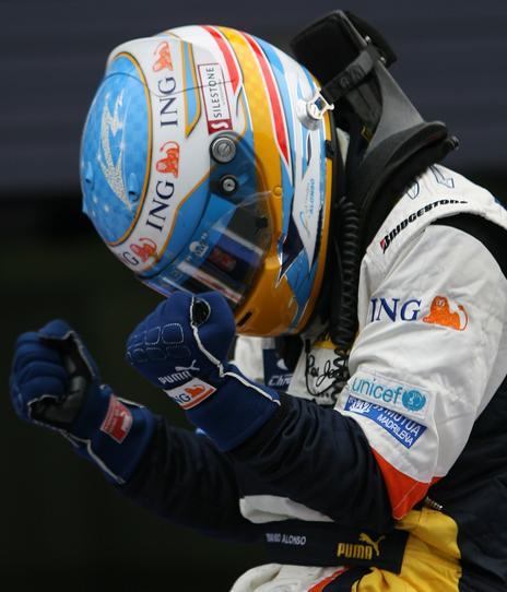 Alonso celebra la victoria en Japón