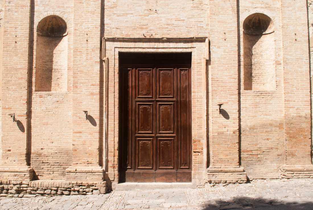 A large, spartan door in Bevagna