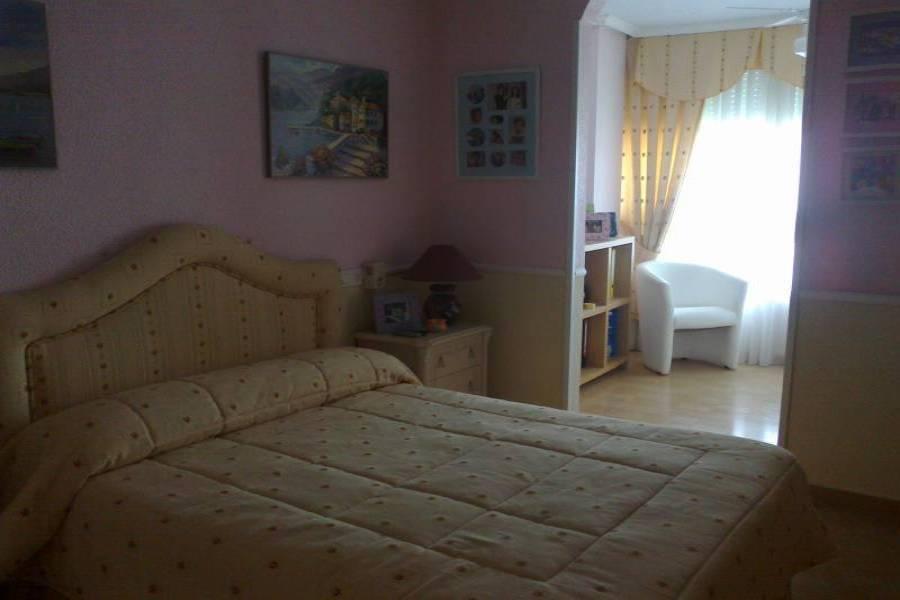 Alicante,Alicante,España,5 Bedrooms Bedrooms,2 BathroomsBathrooms,Apartamentos,21767